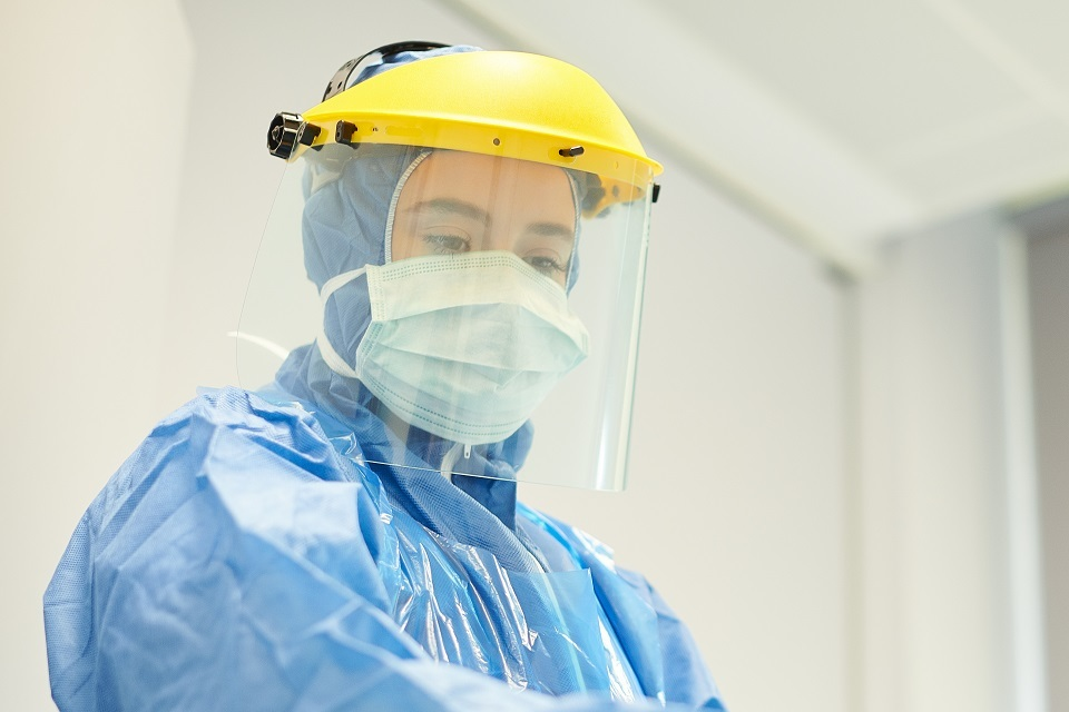 Face masks and coverings to be worn by all NHS hospital staff and visitors - GOV.UK