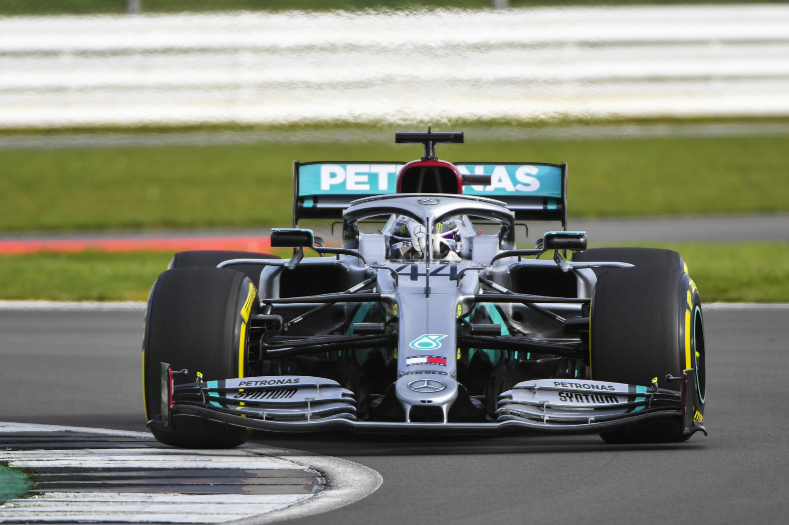 Hamilton reports 'smooth' initial run for new Mercedes W11 - F1i.com