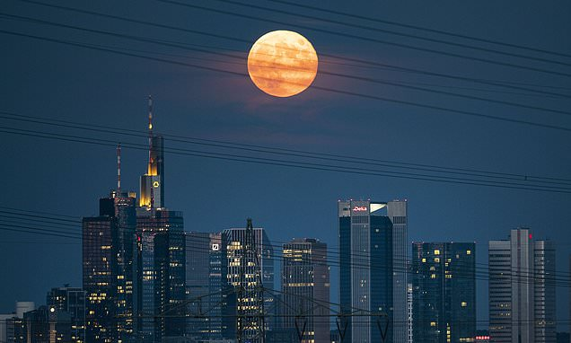 Full 'Strawberry' Moon coincides with a penumbral lunar eclipse tonight - Daily Mail