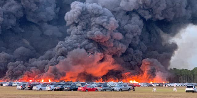 An airport fire in Florida destroyed over 3,500 rental cars that were stored in a field - Business Insider - Business Insider Nordic
