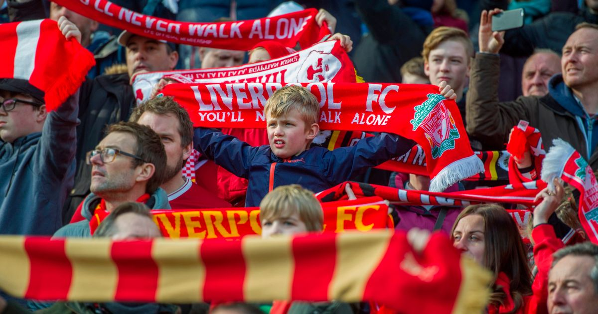 Football rivalries put aside as emotional You'll Never Walk Alone unites the world - Liverpool Echo