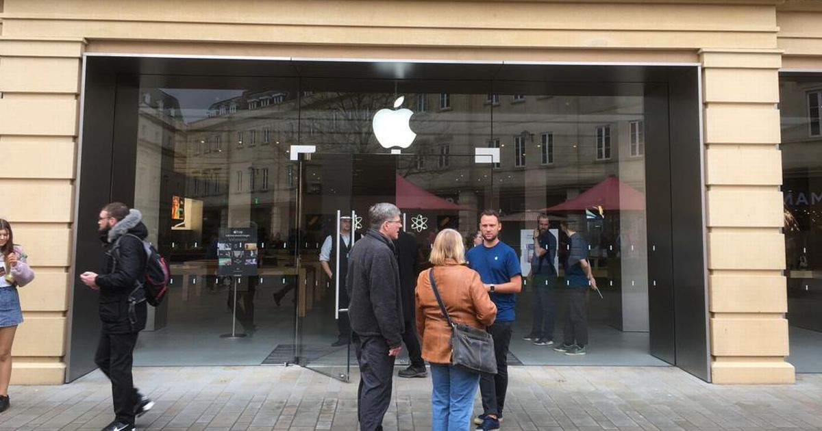 Staff turn away customers at Bath's Apple store as CEO announces global Coronavirus closure - Somerset Live
