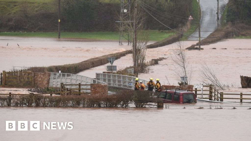 Storm Dennis: Woman missing in floods believed to have died - BBC News