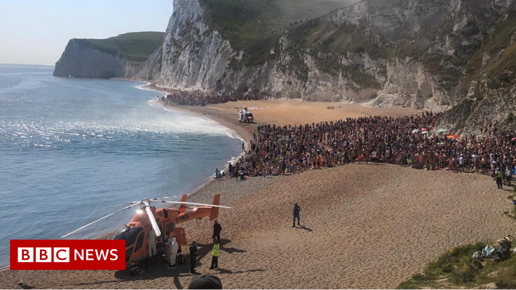 Durdle Door: Tombstoner rescuer 'feared he would drown' - BBC News