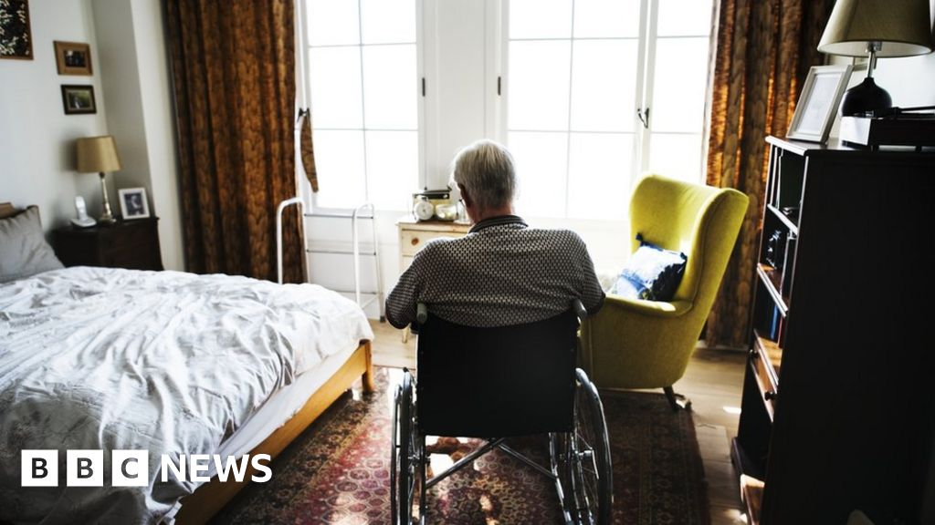 Coronavirus: Scottish care home deaths overtake hospital deaths - BBC News