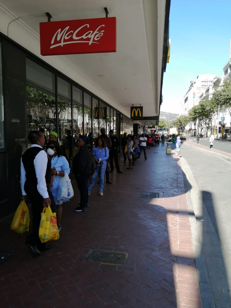 Lockdown? What lockdown? Capetonians continue to shop and walk their dogs - SowetanLIVE