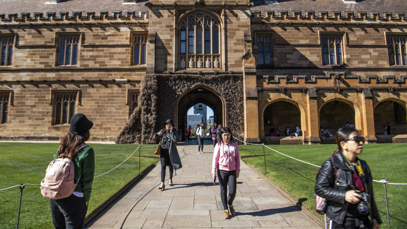 University of Sydney to move fully online while Macquarie cancels classes - Sydney Morning Herald
