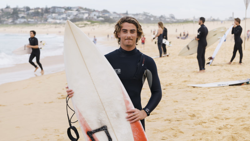 Surfers flock to northern beaches over long weekend - Sydney Morning Herald