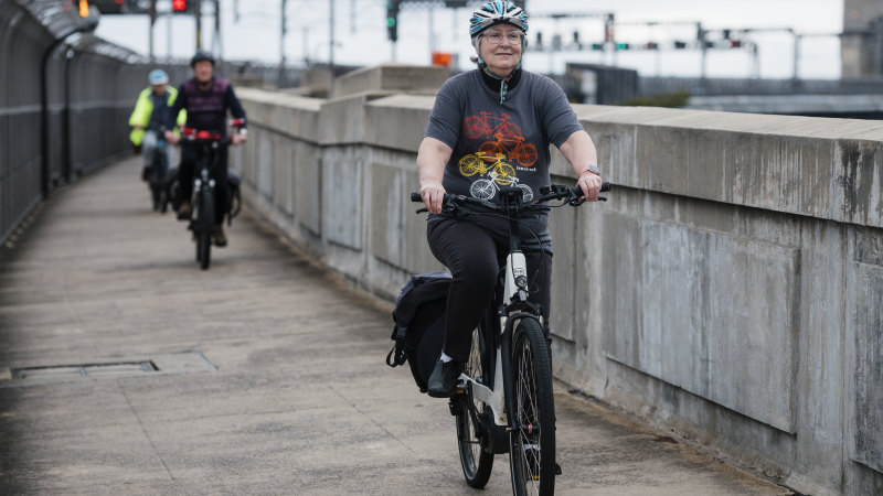 'Huge statement': cycling group wants Harbour Bridge lane for commute - Sydney Morning Herald