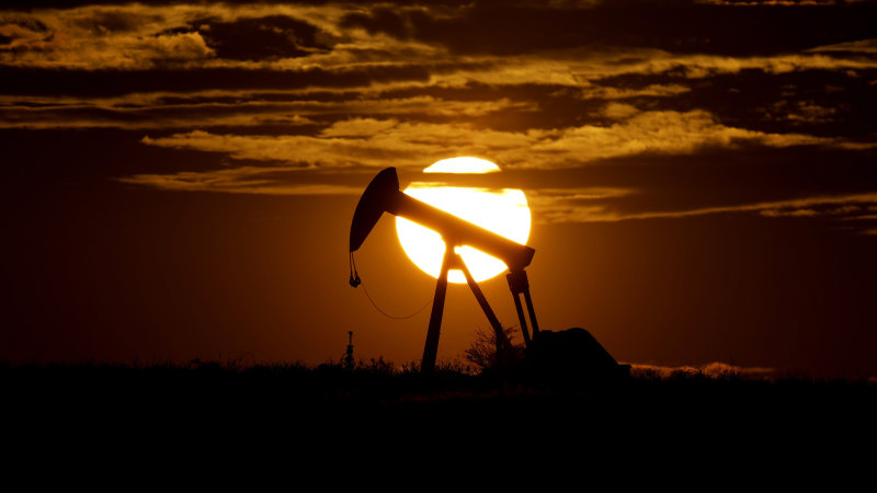 Oil price plunges below zero as demand collapses; stocks dip - Sydney Morning Herald