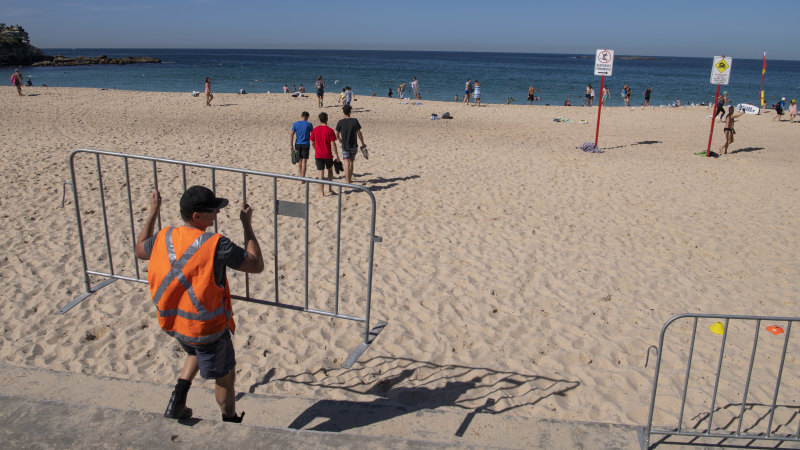 'Take some ownership': police, lifeguards move on crowds at Coogee - Sydney Morning Herald