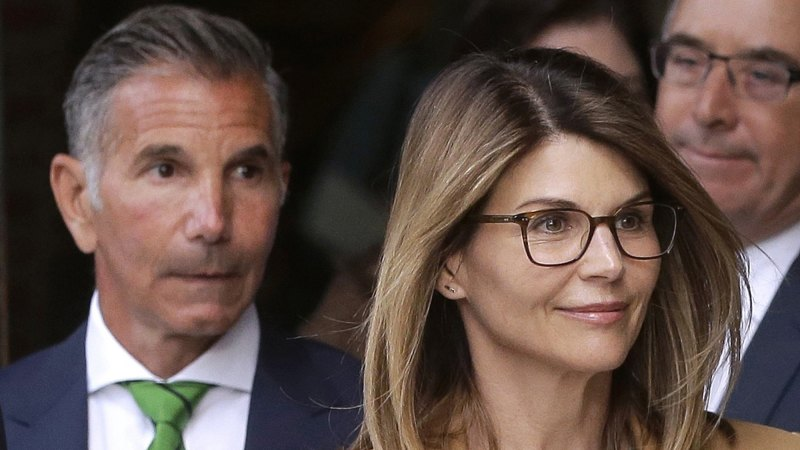 Lori Loughlin, husband to plead guilty to US college admissions scam - Sydney Morning Herald