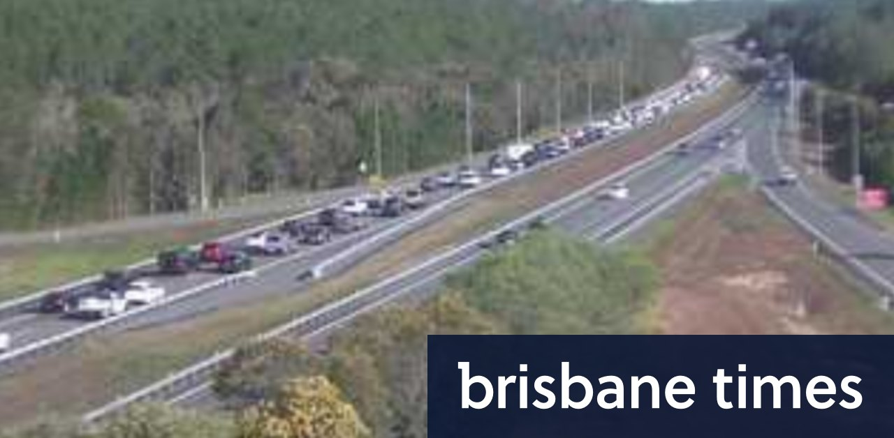 Drivers heading back from the coast face 25km delays on Bruce Highway - Brisbane Times