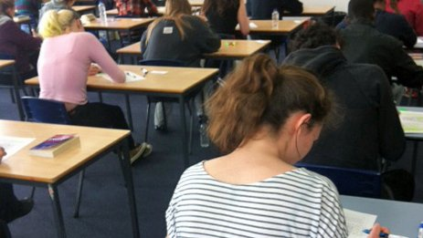 Victorian year 12 students to be assessed so their ATARs will reflect impact of coronavirus on their learning - ABC News