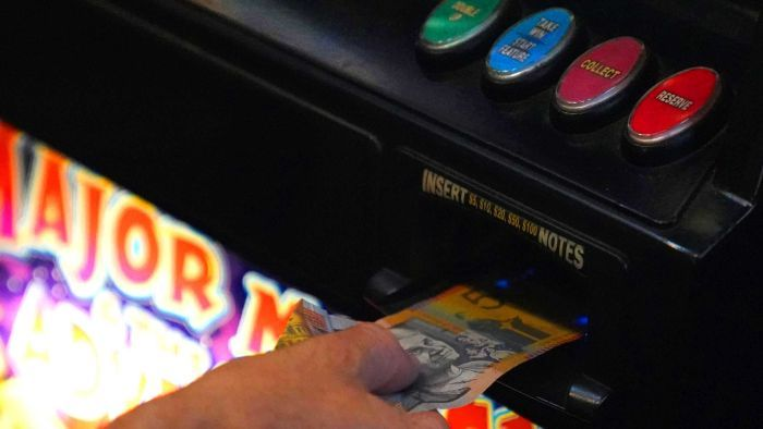 ClubsNSW whistleblower reveals the 'alarming' scale of money laundering in pokies rooms at local clubs and pubs - ABC News