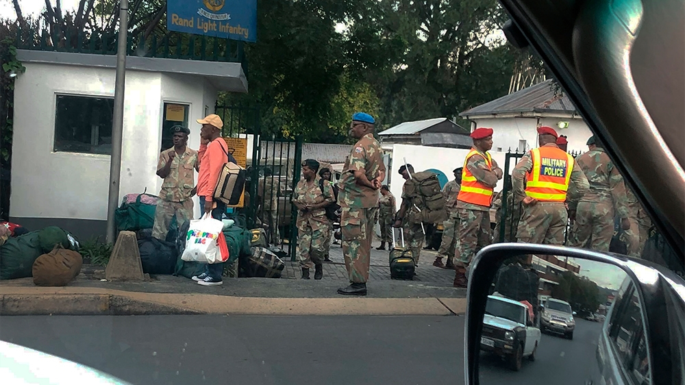 South Africans brace for 21-day lockdown as virus cases rise - Al Jazeera English