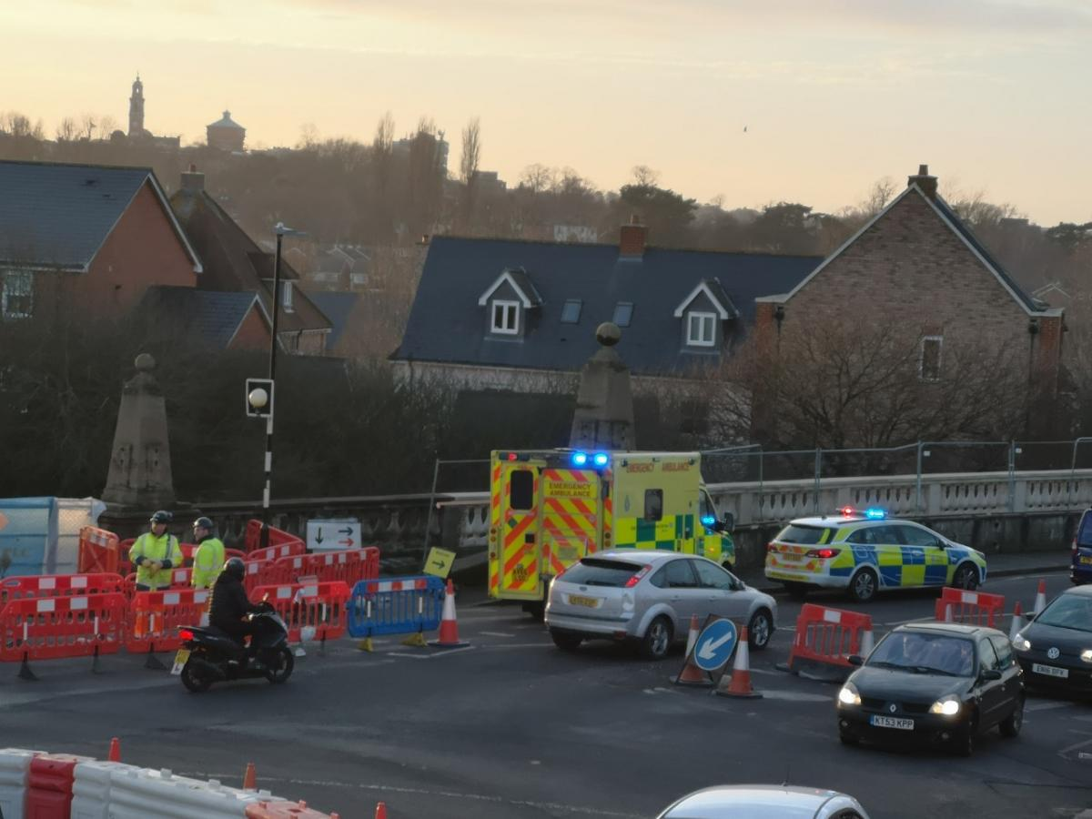 Onlookers step in to help 'troubled' man at risk of jumping from bridge - Gazette