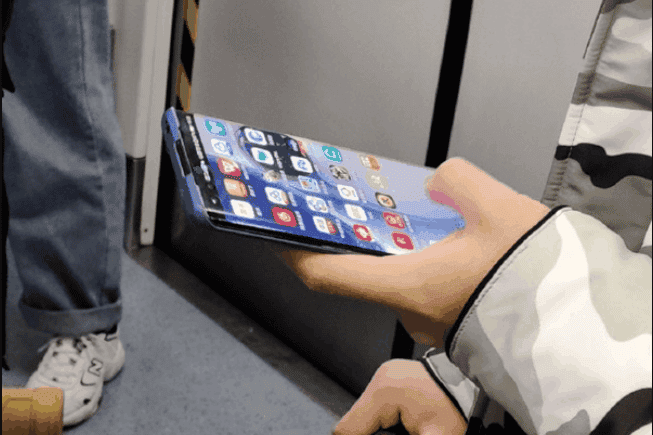 Huawei P40 Pro real spotted in a subway with a dual punch-hole display - Gizchina.com